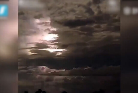 """超强雷暴侵袭澳大利亚 场面犹如""""核弹爆炸"""""""