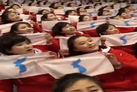 朝鲜啦啦队现身冬奥赛场 一看就是练过的