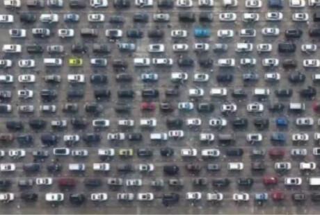 上万车辆滞留海口 亲历者:相当恐怖 堵了26小时