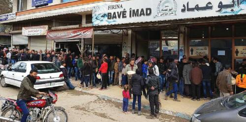 叙利亚民众排队屯食物 备战土耳其围困