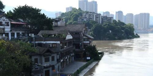 洪峰过境重庆 磁器口古镇成岛屿