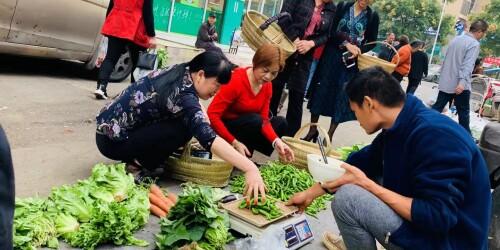 长沙兴起环保新风:提着竹篮去买菜