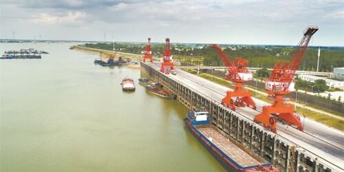 德山港千吨级码头投入使用