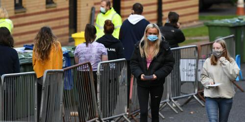英国多所高校出现新冠病毒集中感染