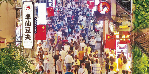 """""""五一""""假期最后一天,长沙太平老街游人如织"""
