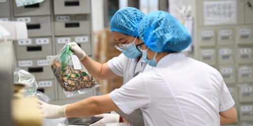 南京:中药汤剂助力抗疫