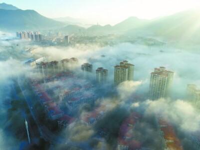雾漫东江湾