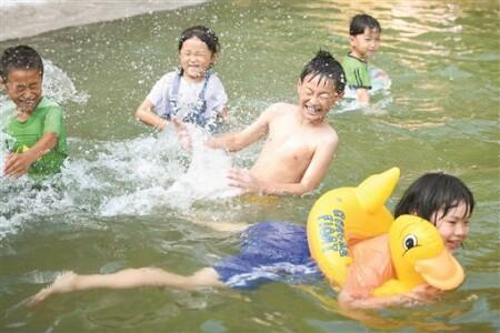 鄉村游泳池(chi) 樂了農(nong)家娃