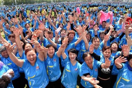 中国广场舞大妈撑起千亿级市场 月均花费三五百