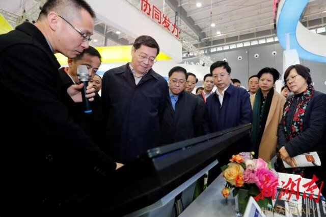 [综合] 新闻早餐丨投资超100亿的京东无人车基地项目落户长沙 新湖南www.hunanabc.com