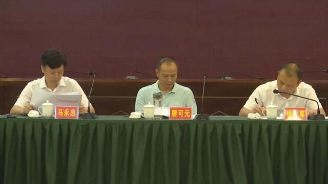 县领导胡元琴,江毅,陈世杰,县人民法院院长钟欣吾,县人民检察院