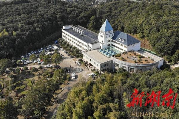 1月31日,长沙市第一医院北院修缮改造工程完工,成为长沙抗击新型冠状病毒感染的肺炎疫情的主战场。湖南日报·新湖南客户端记者 辜鹏博 摄