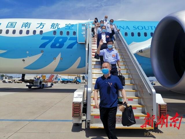 在湘全国人大代表抵京 杜家毫许达哲等同机抵达