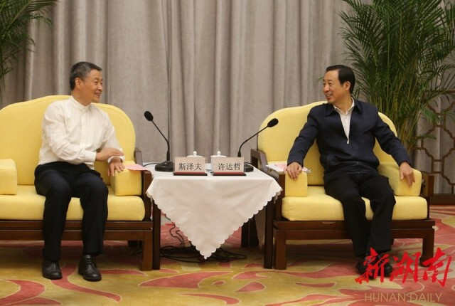 省政府与哈电集团会谈 许达哲斯泽夫出席