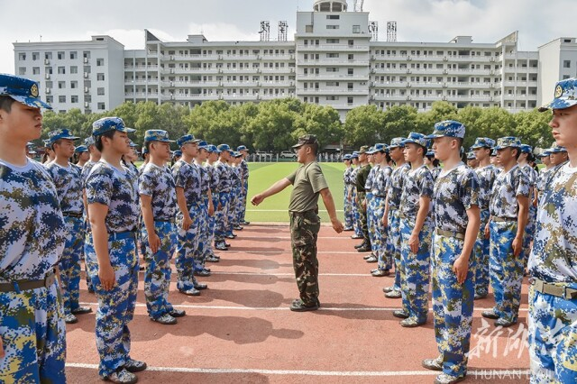 【新湖南】退伍大学生成为好教官