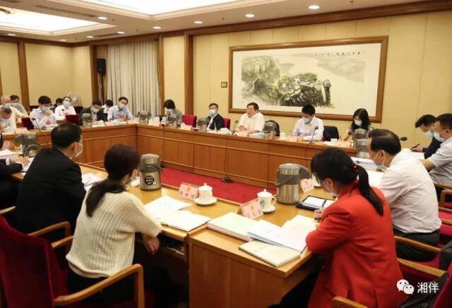 全国两会现场,湖南省委书记和代表们共同为这事点赞