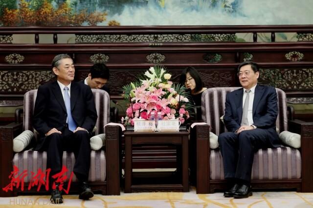 杜家毫會見日本駐華大使橫井裕