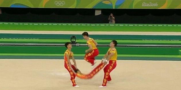 """中国体操队里约表演""""人肉跳绳""""引爆全场"""