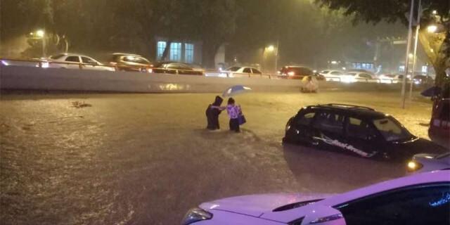 强降雨突袭福州 市区多地被淹交通受阻