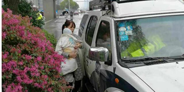 """8个月大婴儿突然窒息 交警、医院一路""""绿灯""""抢救"""