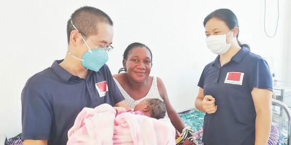 疫情下湖南援非医生帮助非洲乙肝妇女顺利诞下健康女婴