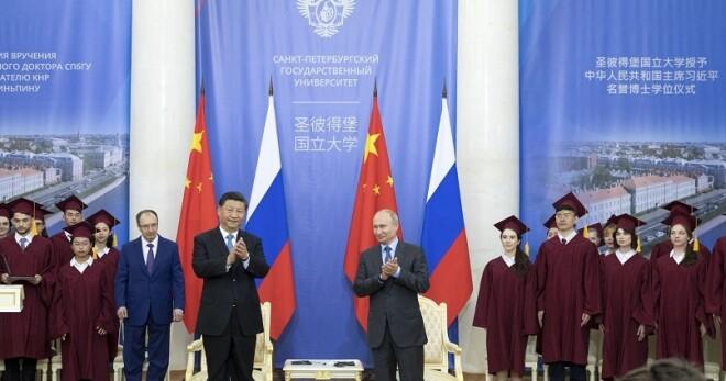 习近平出席接受圣彼得堡国立大学名誉博士学位仪式