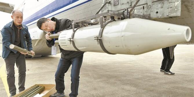 目击!湖南冬季飞机4000米高空人工增雨