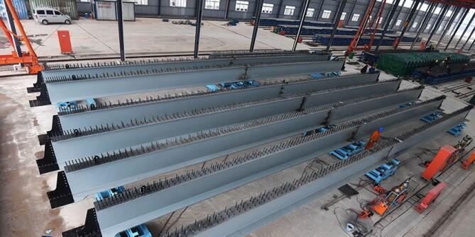 长沙湘府路快速化改造项目首片组合梁在厂内拼装完成