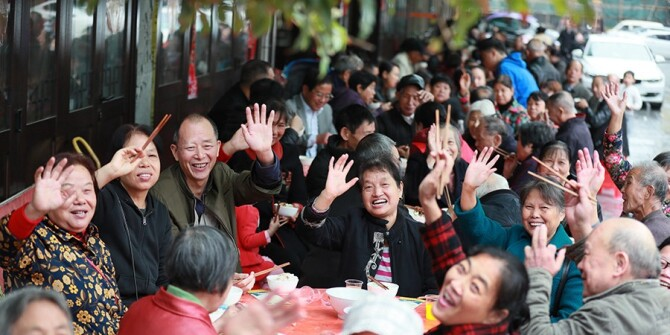 """南岳区岳庙社区摆下""""千叟宴""""同庆重阳节"""
