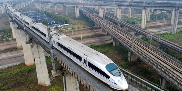 [庆祝改革开放40年]铁路运输:从蒸汽机车到高铁时代