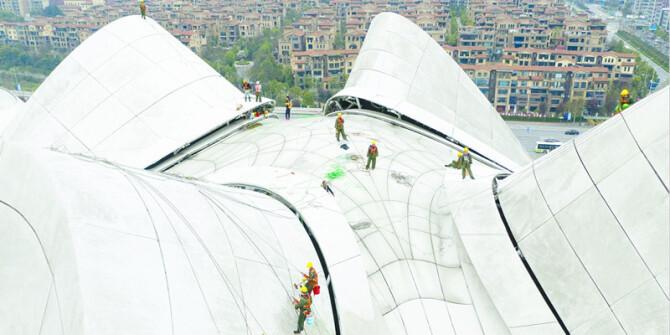 梅溪湖国际文化艺术中心外墙清洗