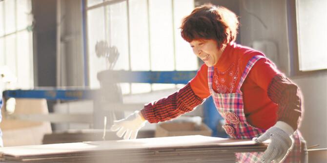 【决胜2020——扶贫印记】住上新房 当了工人
