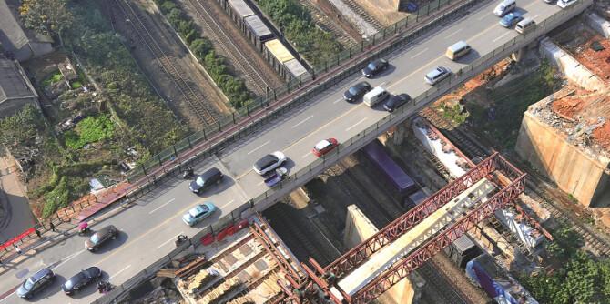 长沙市劳动路跨京广线铁路桥建设现场