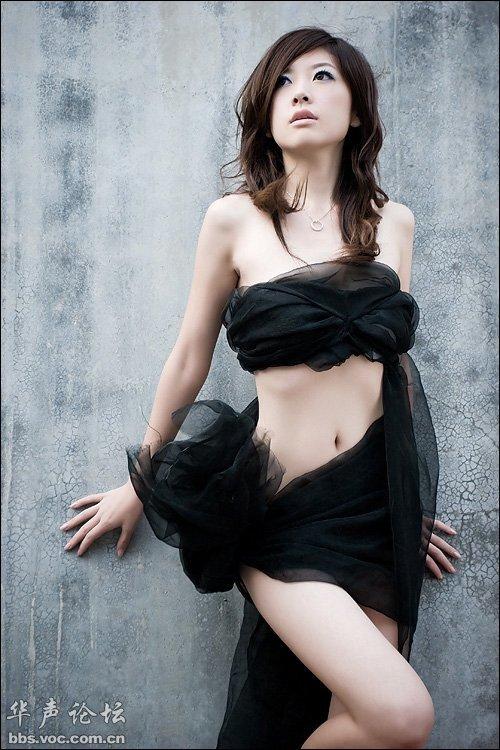 黑丝抹胸的艳丽佳人 美女人体艺术