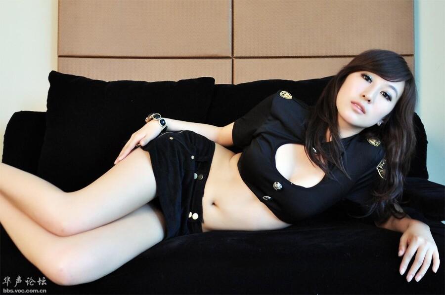 身材一级棒的美女警花原创 美女人体艺术