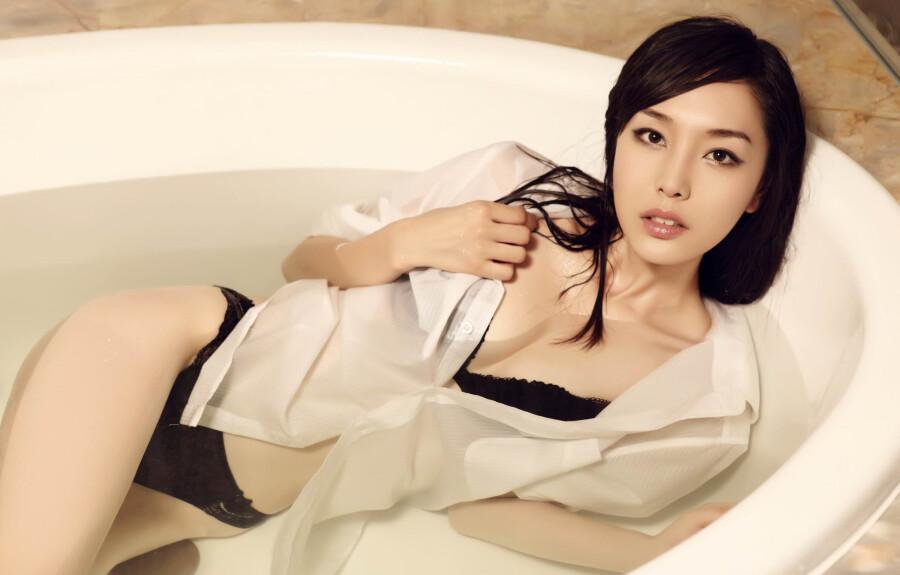 … 浴池的诱惑 … 美女人体艺术 美女诱惑