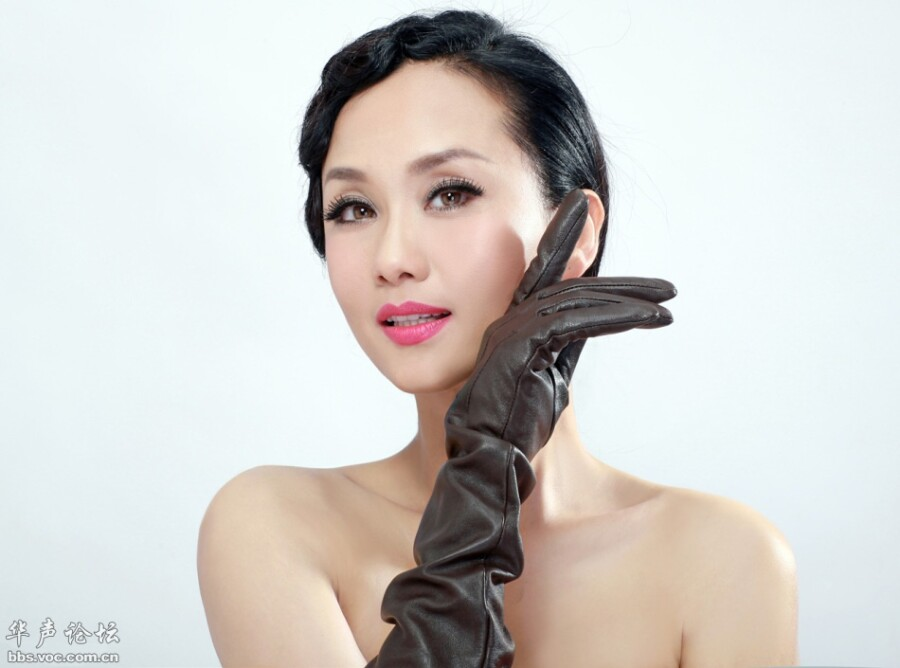 李颖写真显妖娆女强人 刘奕丹甜美俏丽秀香肩