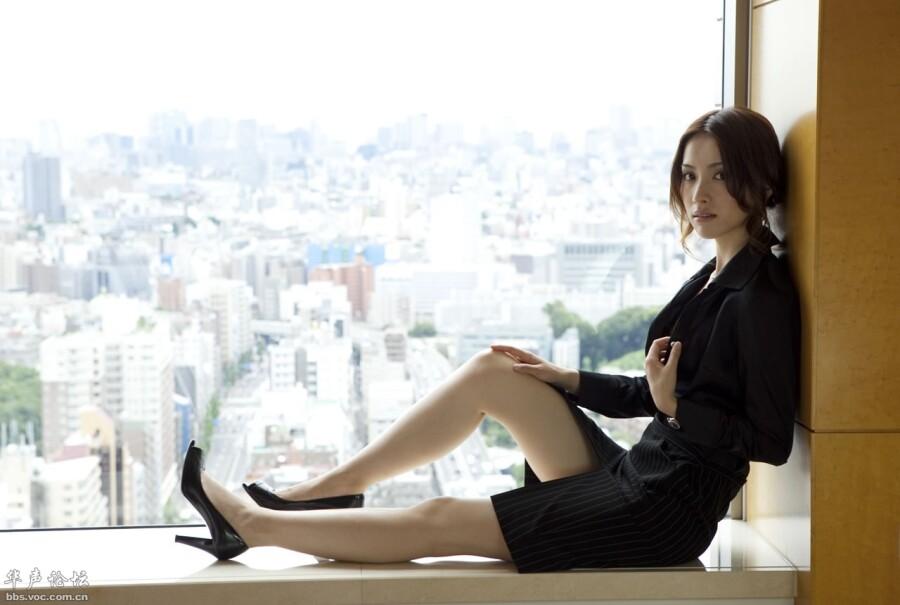 老板的性感文秘 办公室大胆脱衣诱惑 美女人