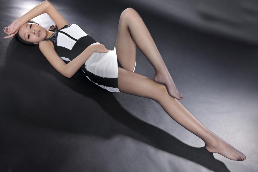 丽柜文化系列 玉足丝袜美腿 之 Amily  贴
