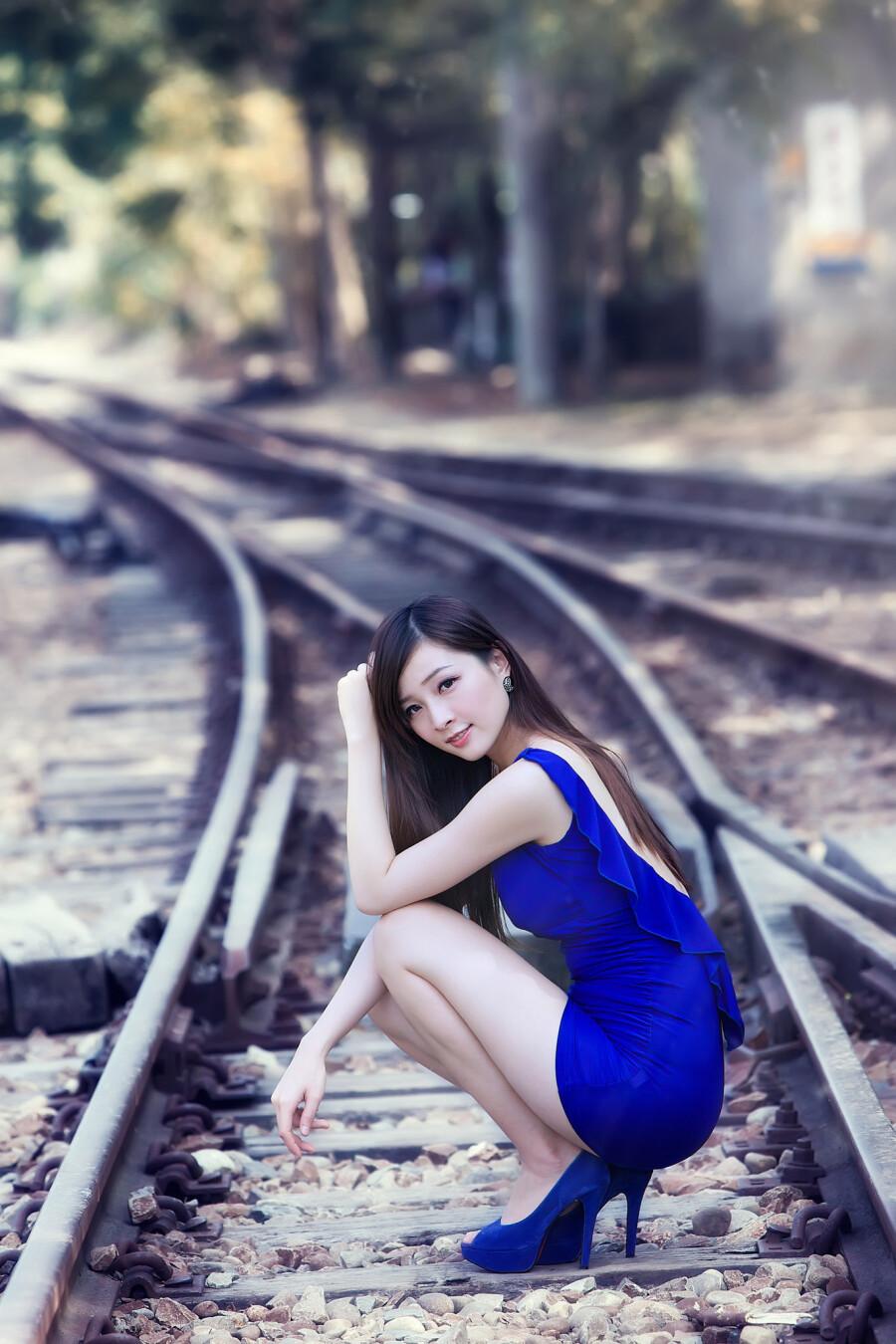 铁路少妇 纪蓁 - 春色满园 - 春色满园