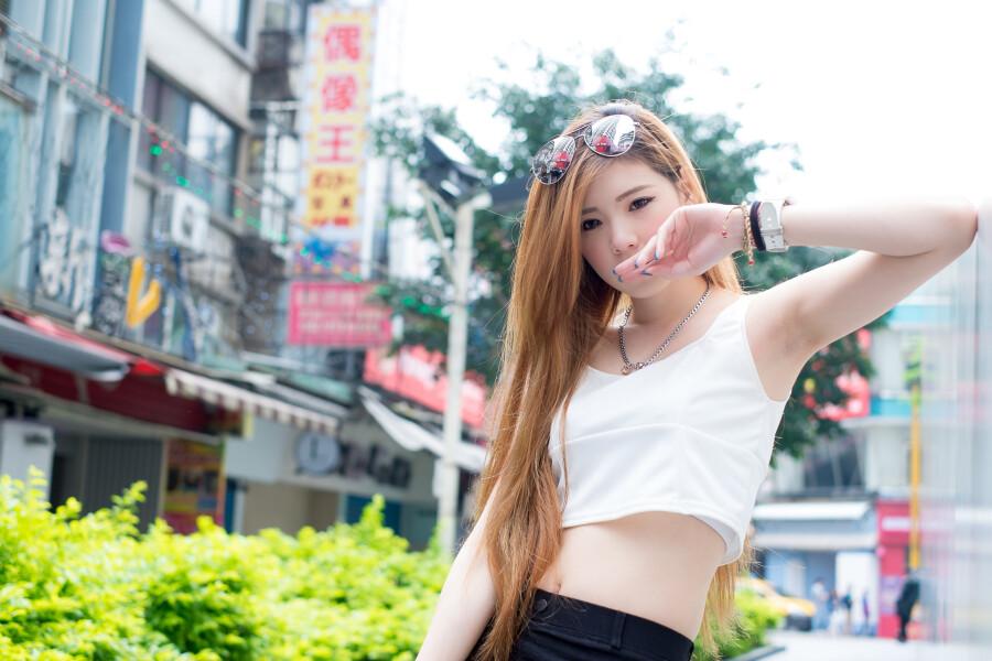 ㊣邻家女孩……[西门街拍 刘若 56p]……第六百一十九辑