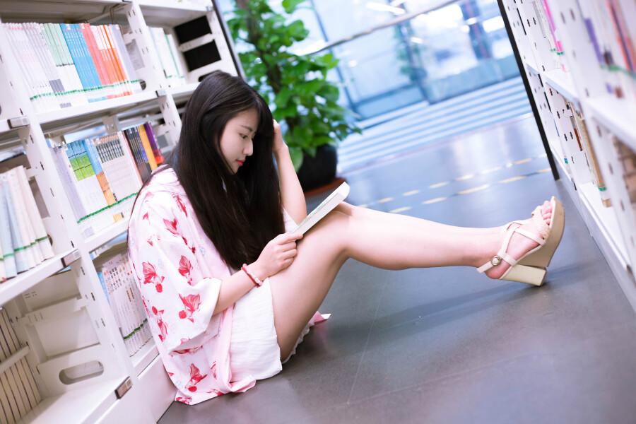 图书馆里的美女 - 春色满园 - 春色满园